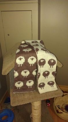 Double knit Sheep Scarf - http://www.ravelry.com/patterns/library/stranded-sheep-scarf