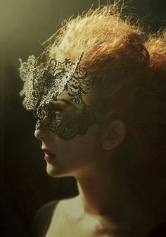 Masquerade mask made of lace