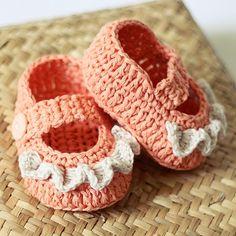 Baby Booties Crochet PATTERN (pdf file) - Ruffle Mary Janes\
