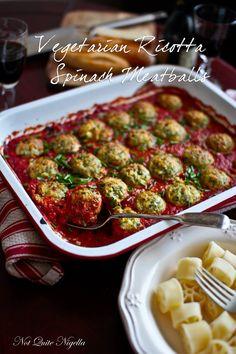 Ricotta & Spinach Balls in Tomato! Ricotta Spinach Vegetarian Meatballs – should be fairly easy to convert to low fodmap! The post Balls Balls Balls! Ricotta & Spinach Balls in Tomato! Vegetarian Meatballs, Vegetarian Dinners, Vegetarian Cooking, Cooking Recipes, Healthy Recipes, Ricotta Meatballs, Cooking Bacon, Clean Eating Vegetarian, Vegetarian Sandwiches