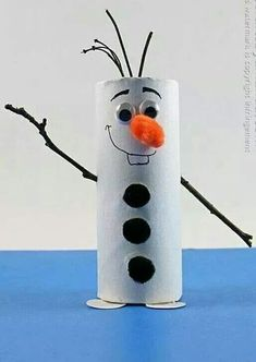 Cardboard Tube Olaf: Snowman from Frozen by Amanda Formaro of Crafts by Amanda by bernadette xmas crafts for kids;Christmas Crafts – 20 Character Inspired Kid's CraftsE-mail - Lieve Van Campenhout - OutlookAn Olaf out of a toiletroll Kids Crafts, Toddler Crafts, Preschool Crafts, Craft Projects, Arts And Crafts, Kids Diy, Craft Ideas, Ideas Fáciles, Winter Crafts For Kids