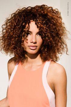 Le carré frisé de Fabio Salsa : Des coiffures à tomber pour accompagner votre année - Journal des Femmes