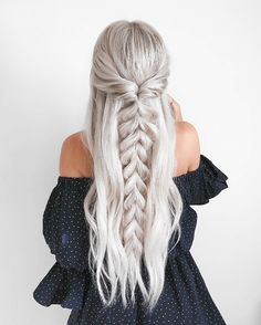 half up half down Trendy Chic Braided Hairstyle Ideas You Should Try - Pull through braid half up . Trendy Chic Braided Hairstyle Ideas You Should Try - Pull through braid half up half down Braided Ponytail Hairstyles, Easy Hairstyles, Wedding Hairstyles, Hairstyle Ideas, Beehive Hairstyle, Lob Hairstyle, Barbie Hairstyle, Fashion Hairstyles, Long Hair Curled Hairstyles