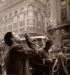 "La Gran Vía. Madrid. 1965 by Francesc Català-Roca ""Una mirada necesaria"""