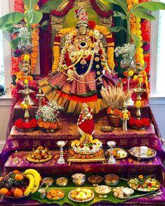 Diy Diwali Decorations, Backdrop Decorations, Festival Decorations, Flower Decorations, Mandir Decoration, Pooja Mandir, Pooja Room Door Design, Diwali Diy, Puja Room