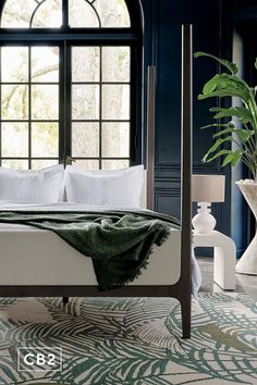Tropical meets traditional in this luxe hotel-inspired retreat. #KeyWestGuestHouse Diy Bedroom Decor, Bedroom Furniture, Modern Furniture, Diy Home Decor, Headboard And Footboard, Wood Headboard, Modern Bedroom, Living Spaces, Interior Design