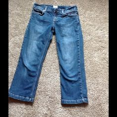 """SOLD! Calvin Klein Jean Capris Capris. Inseam is 22"""". End of leg 7"""" wide. Waist about 26"""" fits smaller due to washing/dryer. 98% cotton, 2% elastane. Tag says 27 but more like 25 or 26. Calvin Klein Jeans"""