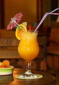 Cocktail sans alcool : mangue, banane et ananas.