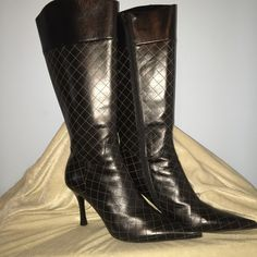"""#BB13. DIAMONDS ARE A GIRLS BEST FRIEND! The DIAMONDS are the ETCHED PATTERN on these BOOTS.  They might be a MAN MADE MATERIAL BUT REAL STYLE! The HEELS ARE 4"""" and the SHAFT IS 10-11"""".  One thing I know about them is they are REAL CLASS! The pictures do speak for them self! These boots were 3 times, comfortably!   ( BB - 13 ) HENRY FERRARA COLLECTION Shoes Heeled Boots"""