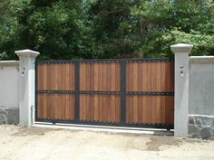 31 Exciting Innovations For House Gate Design, Garage Door Design, Gate House, Facade House, Garage Doors, Metal Gates, Wrought Iron Fences, Wooden Gates, Front Gates