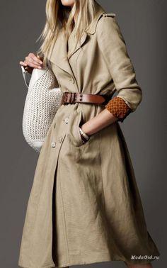У льна «иммунитет» к разным веяниям в мире моды. Льняная одежда, имеющая более или менее классический крой, остаётся актуальной вне зависимости от того, что демонстрируют дизайнеры. И, следует признать, что в этом году на модных подиумах лён встречался довольно часто.