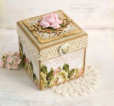 Klaudia/Kszp--this isn't in English but there are some really cool paper crafts here Cardboard Box Crafts, Cool Paper Crafts, Scrapbook Box, Scrapbooking, Box Cards Tutorial, Altered Cigar Boxes, Exploding Box Card, Creative Box, Decoupage Box