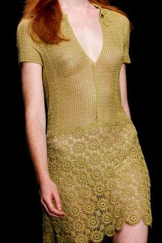 Vestido Dourado em Crochê