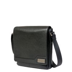 Description Elegant with a touch of modern sophistication, the ROUT Competitor Leather Vertical Messenger bag handles the storage of your tablet and accessories