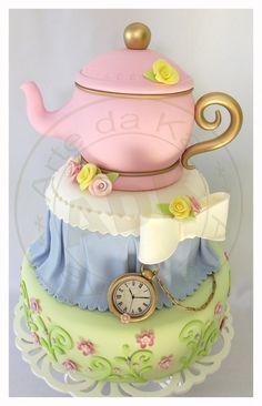 teapot cake   https://www.facebook.com/kim.larrad#!/ArteDaKaBolo Alice no pais da marailhas 2