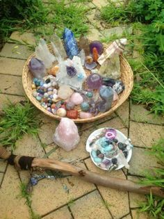 Recharging Crystals by leaving them in the light of a full moon. Soaking up the full moon energies :) happy sparkling crystals :) Crystal Magic, Crystal Grid, Crystal Healing, Crystal Altar, Crystal Garden, Minerals And Gemstones, Rocks And Minerals, Spiritus, Rocks And Gems