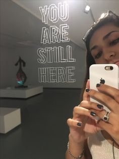 Esto es en la Fundación de Joan Miró. Este espejo es muy simple, pero es una forma de arte moderna. Lo que es interesante sobre el arte de espejos es que la foto del espejo es un tipo de arte también.