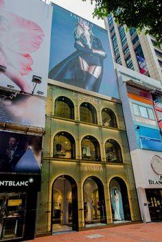 La Perla ouvre un premier flagship à Hong Kong Hong Kong, Luxury Shop, Facade, Exterior, Mansions, House Styles, Gallery, Shops, Design