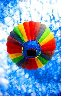 Rainbow color hot air balloon against blue sky  (¯`'•.¸de l'arc-en-ciel¸.•'´¯)