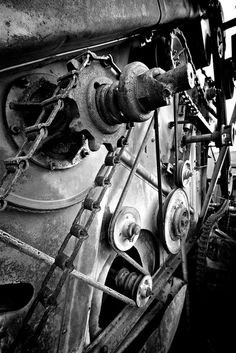 Gears Pulleys Chains and Belts Pulleys And Gears, War Machine, Inventions, Cool Photos, Steampunk, Wheels, Ships, Drawing, Boats