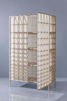 The designer has thought this object studying the wings of the kind of  aeroplanes produced at the beginning of the 20th century. The outcome is a  light but strong cupboard that weighing only 18.5 kilos! DESIGN
