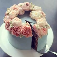 Look! It's a cake! so beautiful. Oh, i don't think i will eat it. hahah