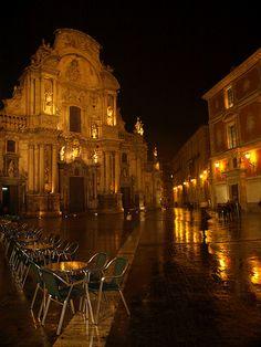 Terrazas vacías.Plaza Cardenal Belluga,Murcia.