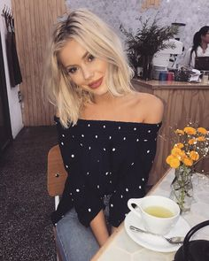 """11.8k Likes, 39 Comments - Laura Jade Stone (@laurajadestone) on Instagram: """"Yes I'm obsessed with polka dots Wearing @cartelandwillow """" Jean Outfits, Dressy Outfits, Chic Outfits, Spring Outfits, Fashion Outfits, Womens Fashion, Lob Hairstyle, Cute Hairstyles, Everyday Outfits"""