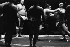 Magnum Photos - Richard Kalvar Tokyo. Sumo tournament at the Kuramae Kokugikan in the old Asakusa neighborhood.