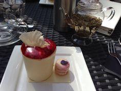 Strawberry tiramisu with violet macaroon
