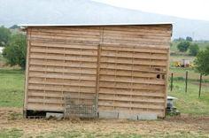 Cómo construir edificios de madera temporales   eHow en Español