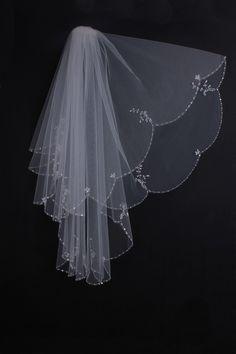 Elegant Flowers Pattern Row Edged Wedding Veil..