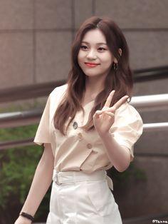 Umji #kpop #kdrama #bts #exo #kpoparmy Extended Play, South Korean Girls, Korean Girl Groups, Kim Ye Won, Gfriend Sowon, Bts And Exo, G Friend, Girl Bands, Girls Generation