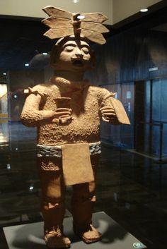 Escultura de sacerdote tolteca  Museo de Antropologia e Historia