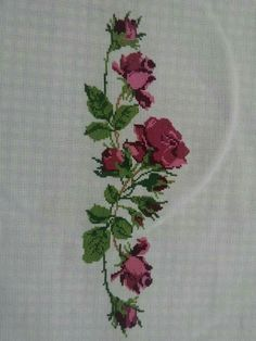 This Pin was discovered by Hul Cross Stitching, Cross Stitch Embroidery, Hand Embroidery, Cross Stitch Rose, Needlework, Diy And Crafts, Embroidery Patterns, Bath Towels & Washcloths, Cross Stitch Flowers
