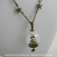 This necklace captures an little baby fawn out for a stroll in the meadow. Maybe this is his first trip out to meet new animal friends?  Necklace features a 70cm brass chain with matching findings, and a lovely glass dome with a meadow scene captured inside.