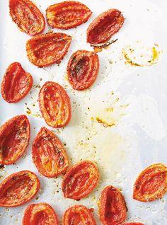 Recette de Ricardo de Tartinade à la fleur d'ail et aux tomates séchées.  Prète en 10 minutes, cette tartinade santé peut se manger sur à peu près n'importe quoi.
