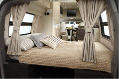 Best Airstream Trailer Bedroom Design Ideas For Cozy Sleep Outdoors - Home and Camper Airstream Interior, Trailer Interior, Airstream Living, Vintage Airstream, Glamping, Vw Caravan, Campervan Rental, Airstream Trailers, Travel Trailers