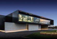 Black Architecture, Modern Architecture House, Modern Buildings, Residential Architecture, Architecture Design, Modern Villa Design, Independent House, Container Architecture, Facade House