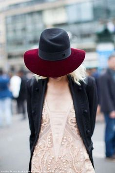 A black and burgundy hat! lovely #dressesonly #hat