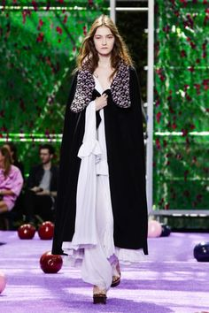 Dior Fashion Show Couture Collection Fall Winter 2015 in Paris Live Fashion, Fashion Show, Christian Dior Couture, Fall Winter 2015, Couture Collection, Runway Fashion, Fashion Photography, Paris, Raf Simons