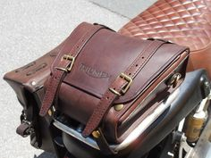 Bag for Triumph luggage rackThis bag is suitable for the Triumph luggage rack, it's inspired to the Dakar's tool bags and it has an easily full-opening thanks to the snaps that permit a larger acc Luggage Rack, Motorcycle Leather, Kydex, Leather Working, Bike, Hunting, Ideas, Bicycle, Roof Rack