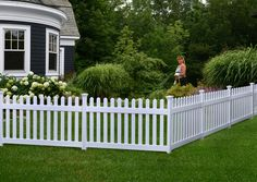 39 White Fence Design And Idea for Your Front Yard Farmhouse Landscaping, Front Yard Landscaping, Front Yard Fence Ideas Curb Appeal, Landscaping Ideas, Fenced In Front Yard, Landscaping Software, Front Yards, Classic Fence, Good Neighbor Fence