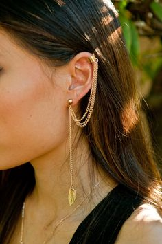 Gold Multiple Chain Leaf Ear Cuff.