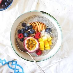 Frutas de colores  chia  #Coco = #feliz Coconut chia bowl Ive missed you.  : @anettvelsberg #feedfeed @thefeedfeed #foodandwine #thekitchn #f52grams #f52contest #eeeeeats @infatuation #goopmake #cookcl #buzzfeast #buzzfeedhealth #mycommontable #fravorites #marthafood #beautifulcuisines #lifeandthyme #verilymoment #rslove #eater #bhgfood #healthyeah #myopenkitchen #foods4thought #epicurious @epicurious #thatsdarling #eatmunchies #eatingwithhealthmag #gloobyfood #cookit