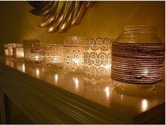 Reutilize potes de vidro com rendas e cordinhas para criar um clima gostosinho de noite aí em casa com velas :):