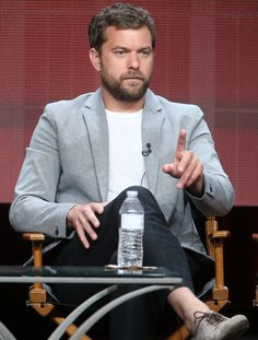 Joshua Jackson Photos - Actor Joshua Jackson speaks onstage during the 'Masters of Sex' panel discussion at the Showtime portion of the 2015 Summer TCA Tour at The Beverly Hilton Hotel on August 11, 2015 in Beverly Hills, California. - 2015 Summer TCA Tour - Day 15
