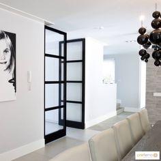 Stalen taatsdeuren hebben een prachtige uitstraling. Stalen taatsdeuren combineren robuustheid met sierlijkheid en elegantie. Stalen taatsdeuren geven een industriële touch aan de woning en zorgen voor een grote lichtinval in de ruimte. Stalen taatsdeuren zijn deuren ...