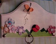 Porta chaves floral com joaninha