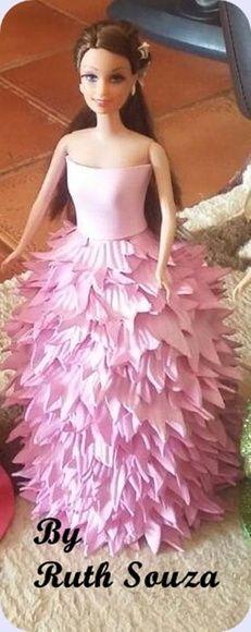 Boneca tipo Barbie com roupa de pétalas de flores em EVA, Fazemos noivas, princesas, a etc.